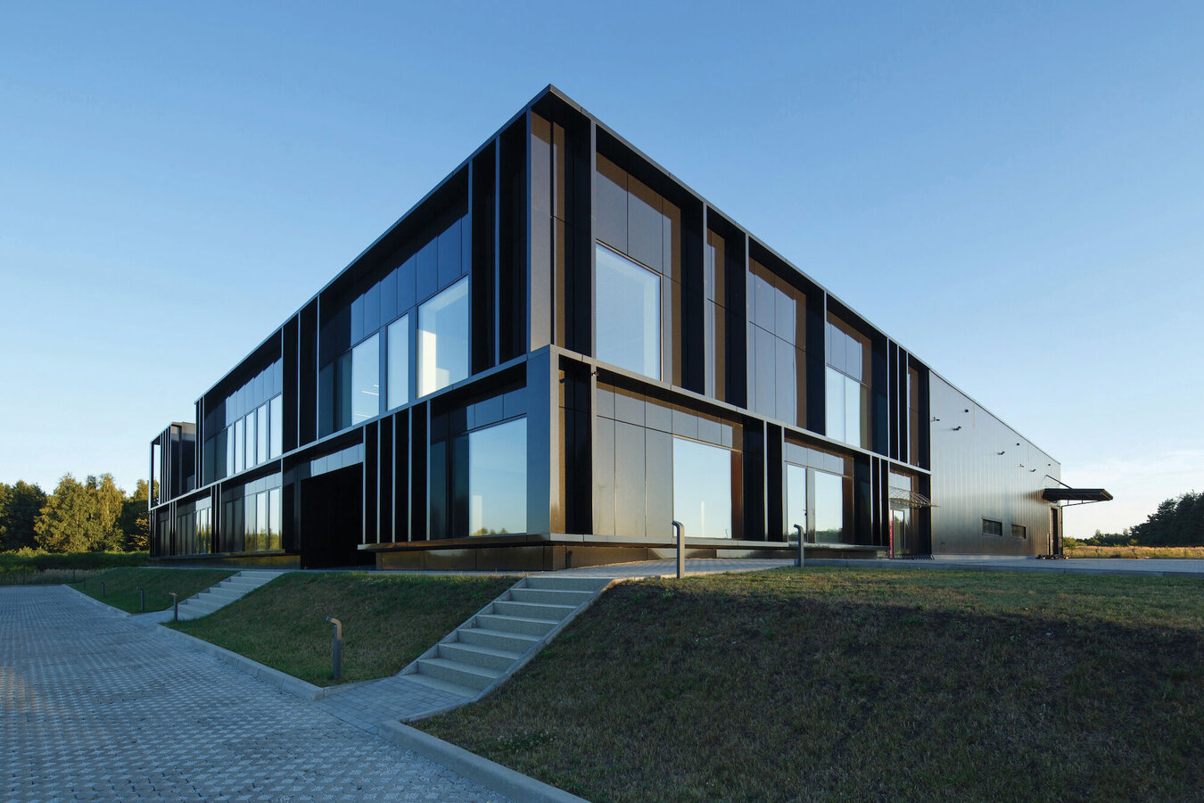 CW 50-HI Curtain Walls, CS 59Pa Windows and CP 155 (-LS) Sliding Systems - Office building Pivexin Technology Headquarter located in Poland